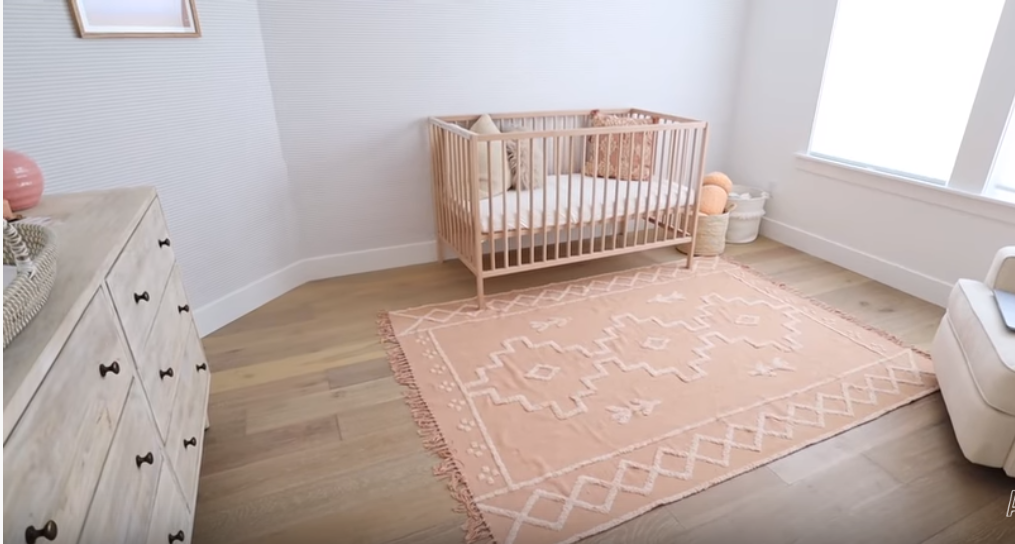 How to decorate a newborn room